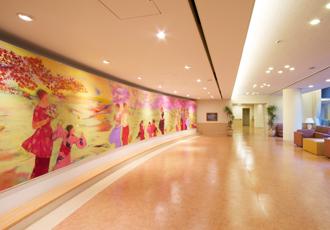 【壁画】壁画(田村能里子画伯作)前では、気軽に立ち寄って頂けるコンサートも開かれます