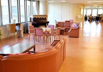 【病棟ホール】病棟にあるホールでは、簡単な体操、イベントなども開催されます